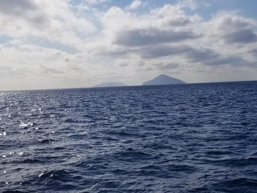 久しぶりの凪に恵まれた利島と新島海域