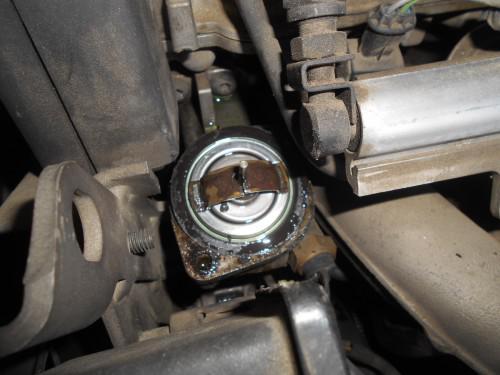 ボルボV70(8B系)水温メーターなかなか上がらずサーモ破損