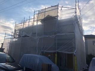 川越市で屋根・外壁塗装工事中です