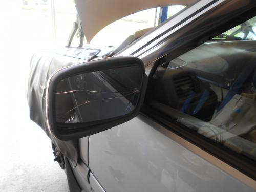 ボルボV70 850ドアサイドミラーガラス割れで助手席側取替