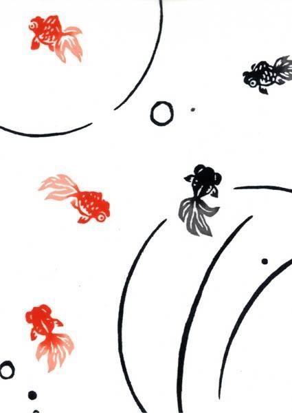 赤と黒の出目金がスイスイ泳ぐ