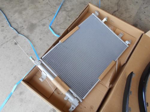 ボルボV70 エアコンガス漏れでコンデンサーシミ出来漏れ取替