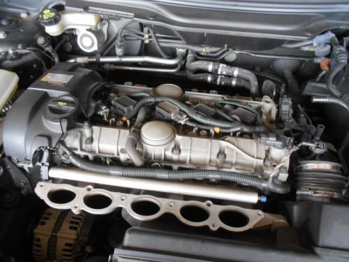 ボルボC30 5気筒エアエレメントとプラグを同時で新品取替
