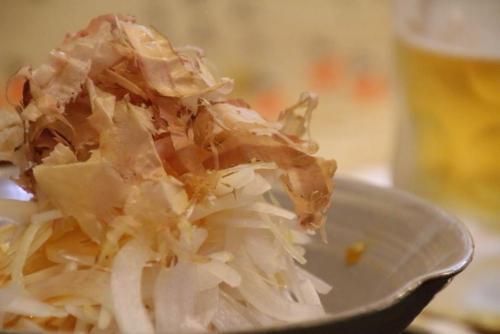 オニオンスライス。新玉葱の甘さが美味です。(^o^)