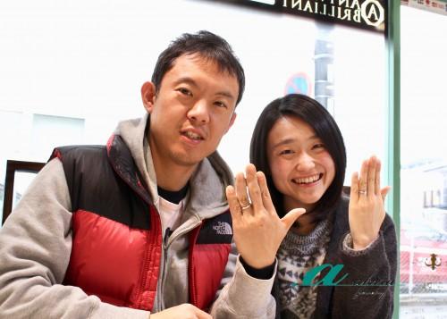 重ね着けも出来る結婚指輪の御納品時のツーショット写真
