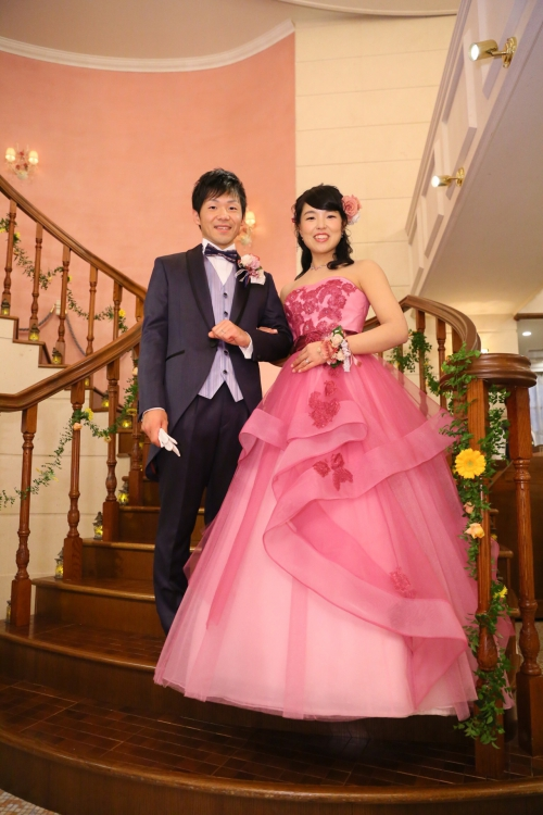 ハンゾウヤ結婚式カラードレス花嫁