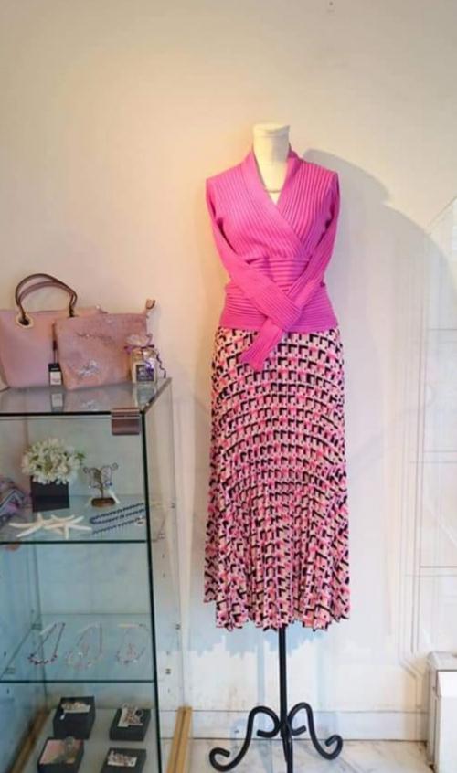 幾何学模様のプリーツスカート