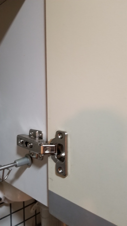 チョウバン(蝶番、丁番)扉修理 家具修理 椅子生地張替