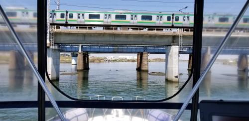 マリーナへの帰航はJRの低い橋や多くの浅瀬が点在する難所