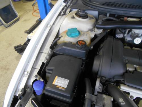 ボルボV70 P/Sタンク膨らみ、対策品にホースも取替
