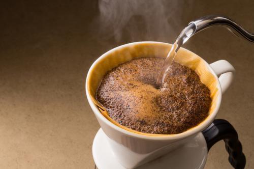 コーヒーの粉に湯を注ぐと膨らむのか?
