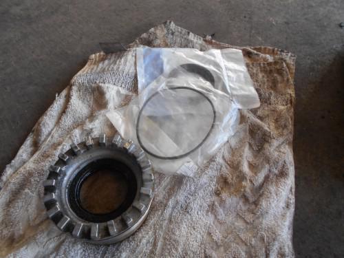 ボルボXC70 フロントデフオイルシールからダダ漏れ修理
