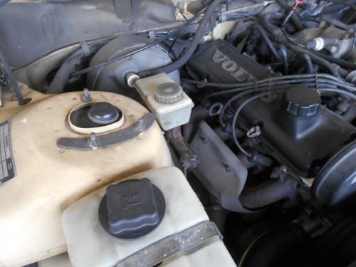 ボルボ240ブレーキマスターシリンダー壊れ社外品使い取替