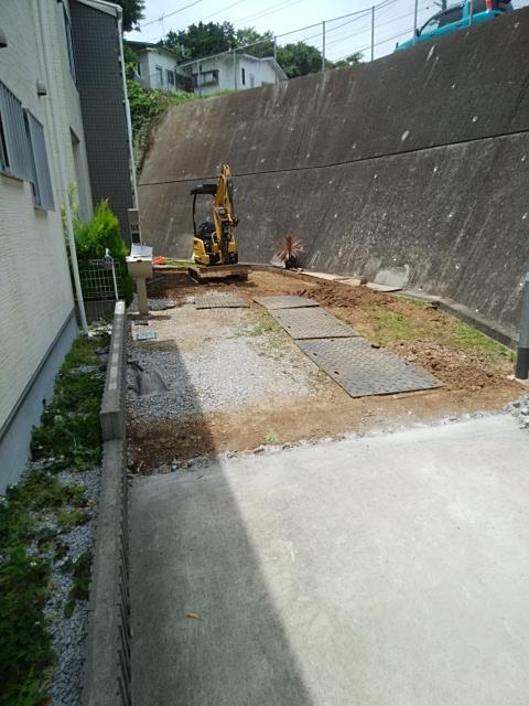 栄区で、土間コンクリート工事。