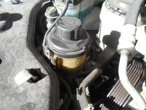 ボルボV70 BB系P/Sタンク滲み、汚れで量見えない取替
