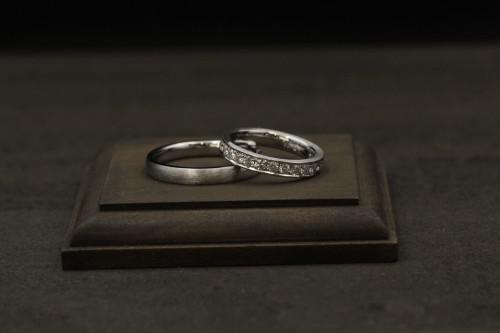 艶消しリングとエタニティリングの結婚指輪、練馬区から御来店