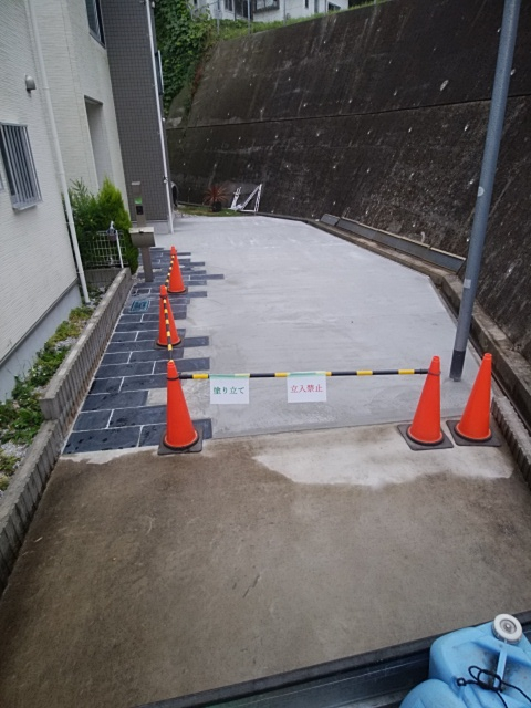 栄区で土間コンクリート工事。