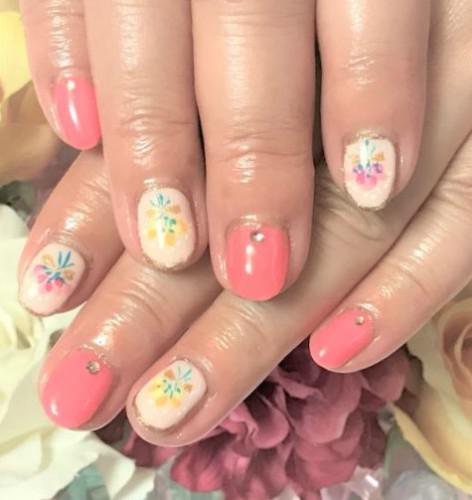 花束アートの可愛いピンクネイル