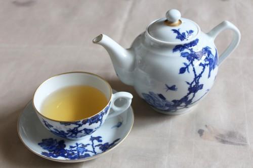 景徳鎮の紅茶ポットでダージリンを優雅に