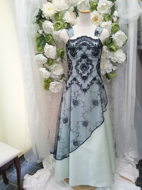 繊細なレースのドレス