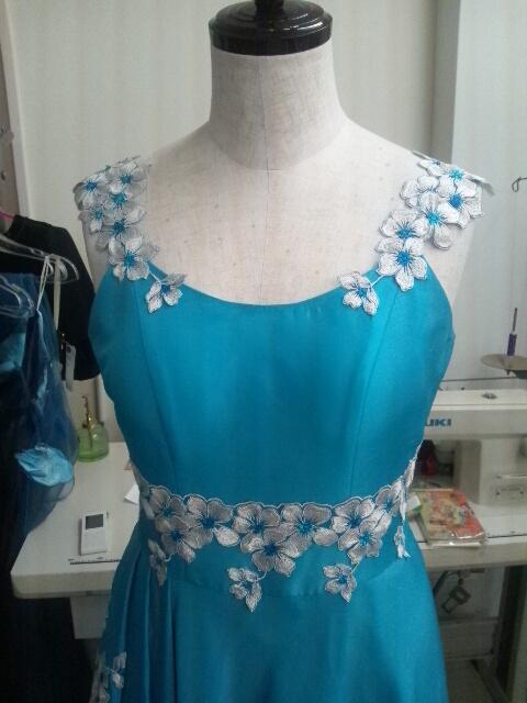 リメイクブルーレースドレス。