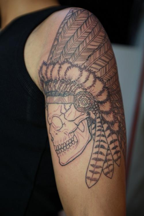 刺青 ワンポイント インディアンスカル ライン