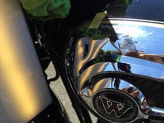 スズキ W800 ガソリンタンクに出来たヘコミ修理!