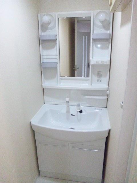 綾瀬市でバスルームと洗面台のハウスクリーニング