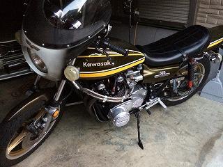 バイクのタンクの凹み修理(カワサキZⅡ)