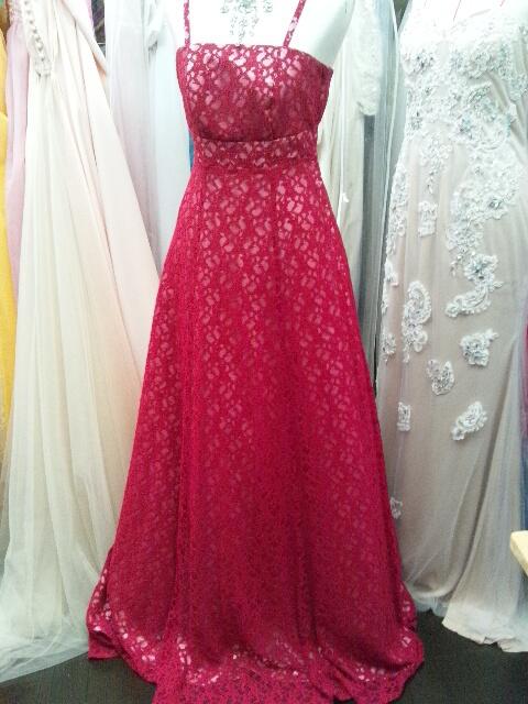 赤レースドレス