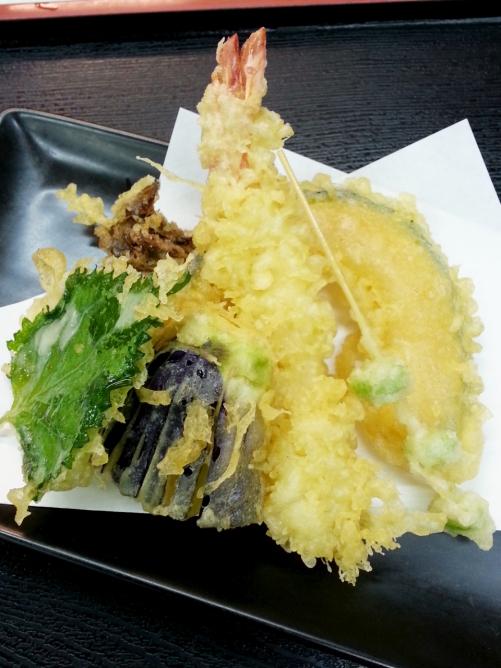季節の天ぷらうどん、季節の天ぷらザルうどん でございます(^○^)