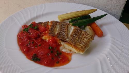 魚料理は伊勢直送の味わいを!