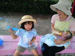 みんな大好き公園でシャボン玉とばそう!!