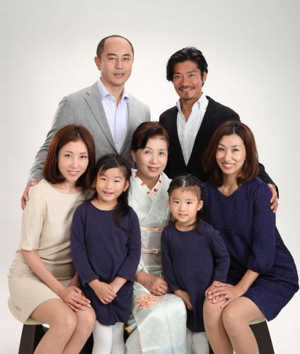 家族で記念写真 いいよね!長寿のお祝いで・・・