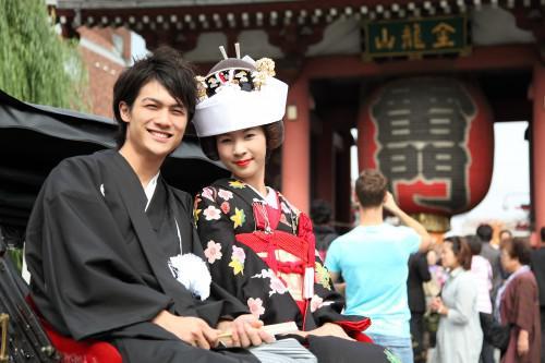 """東京で和装が似合う街""""浅草""""結婚写真は人力車に乗ってGO!"""
